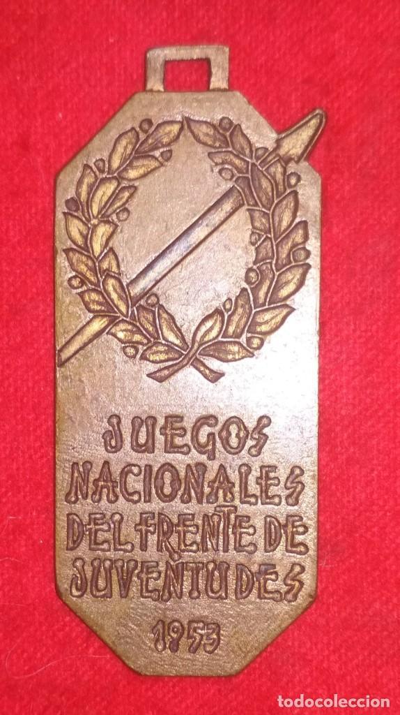 MEDALLA DE LOS JUEGOS NACIONALES DEL FRENTE DE JUVENTUDES 1953 (VOLEIBOL 1º CLASIFICADO)(FRANQUISMO) (Coleccionismo Deportivo - Medallas, Monedas y Trofeos - Otros deportes)