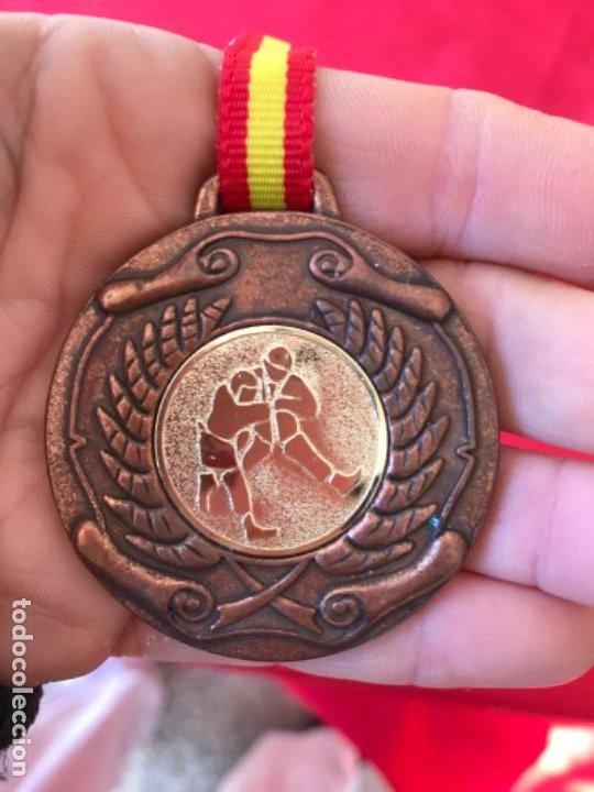 ANTIGUA MEDALLA JUDO ARTES MARCIALES BRONCE LAUREL INTERCLUB CINTA DE ESPAÑA (Coleccionismo Deportivo - Medallas, Monedas y Trofeos - Otros deportes)