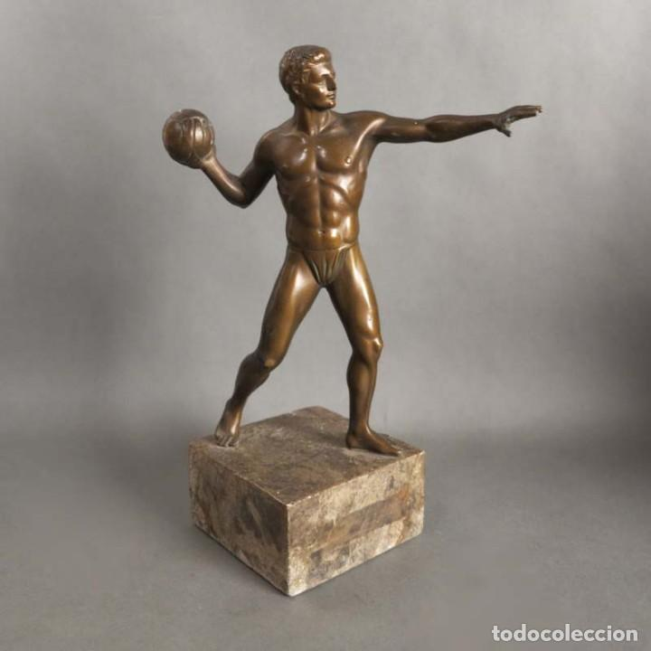 ANTIGUA FIGURA DINÁMICA DE UN JUGADOR DE BALONMANO EN POSICIÓN DE LANZAMIENTO. 1930 - 1940 (Coleccionismo Deportivo - Medallas, Monedas y Trofeos - Otros deportes)