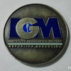 Coleccionismo deportivo: MEDALLA INSTITUTO GEOGRAFICO MILITAR, REPUBLICA ARGENTINA, DIAMETRO 70 MM. Lote 186323897