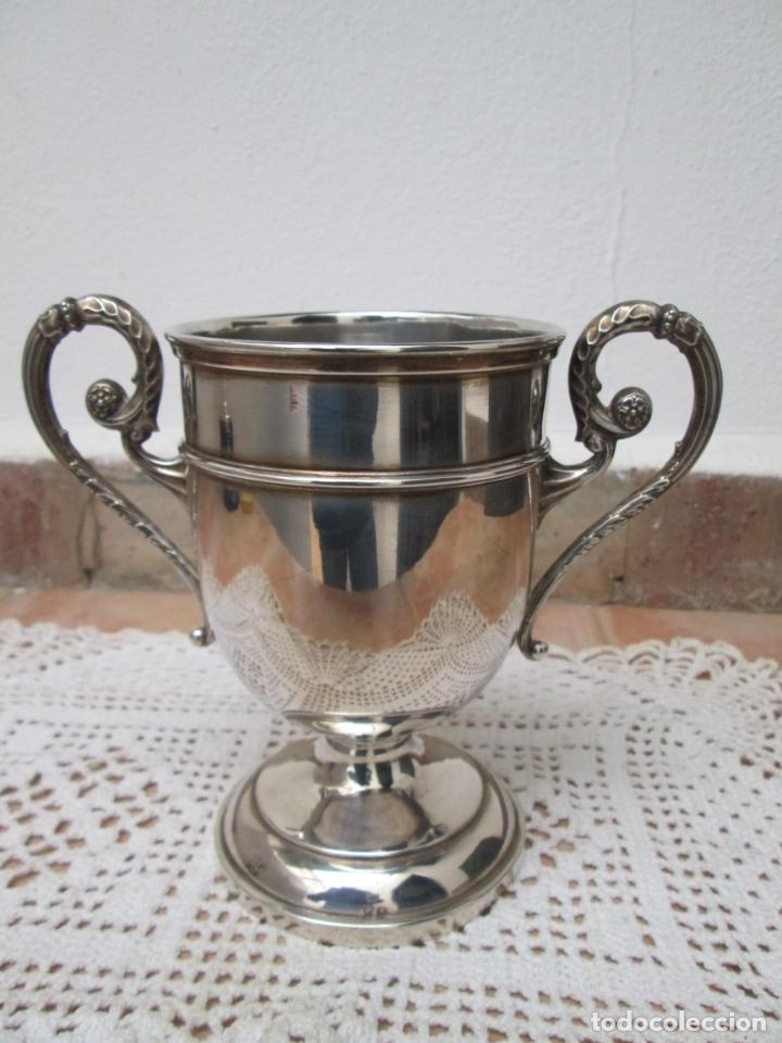 Coleccionismo deportivo: Antiguo Trofeo de Plata, COPA S.A.I. EL JALIFA CAMPEONATO DE TENIS, TETUAN 1955. - Foto 4 - 187829671