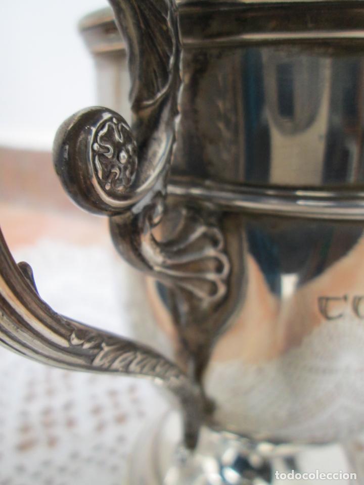 Coleccionismo deportivo: Antiguo Trofeo de Plata, COPA S.A.I. EL JALIFA CAMPEONATO DE TENIS, TETUAN 1955. - Foto 7 - 187829671