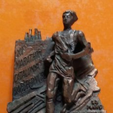 Coleccionismo deportivo: PLACA XI MARATHON CATALUNYA. BARCELONA'88. 13 MARÇ. GRAN PREMI KARHU. PATROCINA CAIXA PENEDES. Lote 192050983