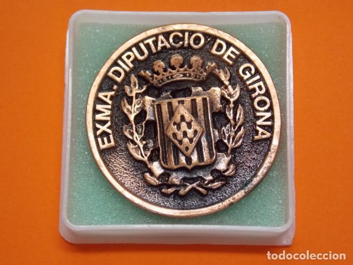 MEDALLA DE METAL - EXMA DIPUTACIÓ DE GIRONA - GRABADA - X ANIVERSARI CBS GIRONA 1997 .. L603 (Coleccionismo Deportivo - Medallas, Monedas y Trofeos - Otros deportes)