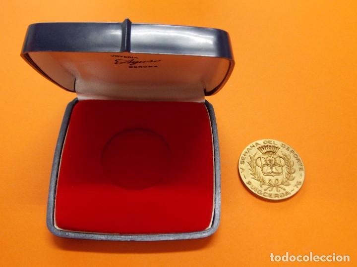 MEDALLA DE METAL - V SEMANA DEL DEPORTE - PUIGCERDA , GIRONA - AÑO 1976 .. L604 (Coleccionismo Deportivo - Medallas, Monedas y Trofeos - Otros deportes)