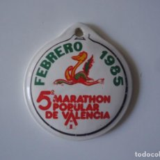Coleccionismo deportivo: MEDALLA EN PORCELANA 5º MARATHON POPULAR DE VALENCIA FEBRERO 1985 PUBLICIDAD GALLETAS RIO. Lote 193632281