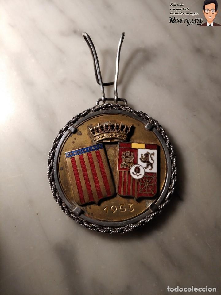 Coleccionismo deportivo: RARA MEDALLA AÑO 1953 - TORNEO MARCA - MATCH PARÍS / BARCELONA (ESCUDO ESPAÑA - ARAGÓN Y CATALUÑA) - Foto 2 - 194330510