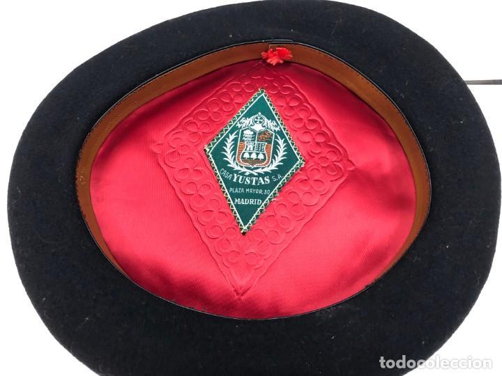 Coleccionismo deportivo: ANTIGUA TXAPELA CHAPELA CAMPEONATO DE CESTA PUNTA JAI ALAI 1975 FEDERACION ESPAÑOL PELOTA VASCA - Foto 3 - 194696161