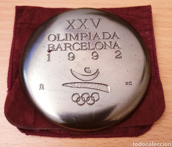 Coleccionismo deportivo: Medalla oficial XXV Olimpiada Barcelona 92 - Foto 3 - 195250615