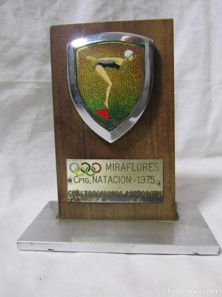 Coleccionismo deportivo: Trofeo Campeonato Natación Miraflores 1975 Construcciones Bartolomé - Foto 2 - 195333631
