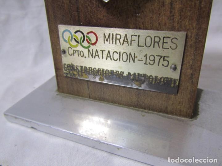 Coleccionismo deportivo: Trofeo Campeonato Natación Miraflores 1975 Construcciones Bartolomé - Foto 4 - 195333631
