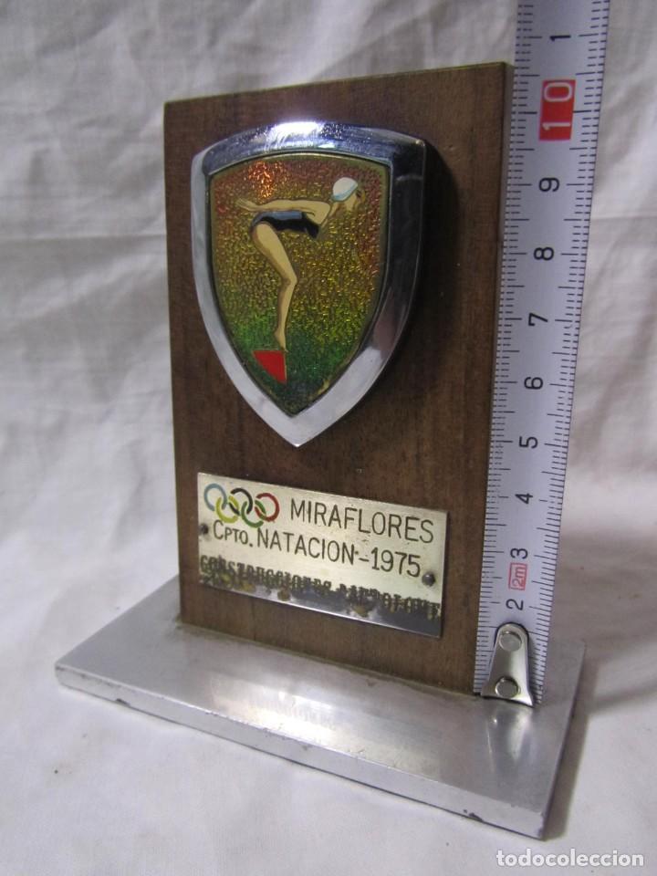Coleccionismo deportivo: Trofeo Campeonato Natación Miraflores 1975 Construcciones Bartolomé - Foto 5 - 195333631