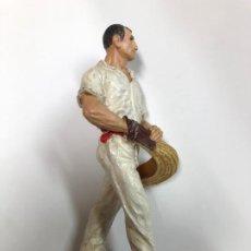 Coleccionismo deportivo: ANTIGUA FIGURA CESTA PUNTA JAI - ALAI ENTREGADA COMO TROFEO MIDE 15 CMTS. Lote 195468310