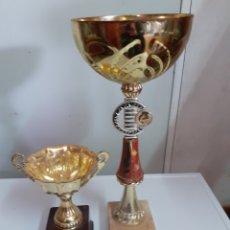 Coleccionismo deportivo: DOS TROFEOS, LOS DE LA FOTO EL MAS GRANDE MIDE 40 CM. Lote 200831882