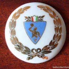 Coleccionismo deportivo: MEDALLA O INSIGNI ESMALTADA DE LA FEDERACION ITALIANA DE NATACION. WATER-POLO. Lote 201288387