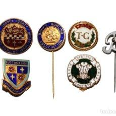 Coleccionismo deportivo: LOTE 6 MEDALLAS BRITÁNICAS DE BOLOS - SIGLO XX. INSIGNIAS DEL CLUB DE BOLOS (4) Y DOS ALFILERES.. Lote 207291958