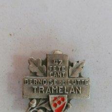 Coleccionismo deportivo: INSIGNIA 47 FETE CANT, BERNOISE DE LUTTE, TRAMELAN, AÑO 1954. Lote 210634821