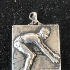Coleccionismo deportivo: MEDALLA ART DECO DE PLATA. NATACIÓN PREMIO STADIUM 1930.. Lote 212236672