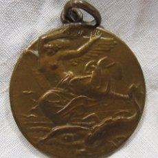Coleccionismo deportivo: MEDALLA CLUB NATACIÓ BARCELONA C.N.B.. NADAL 1927. 200 MTS AL PORT. OOPERACIÓ. DIAM. 3 CM. Lote 213656981