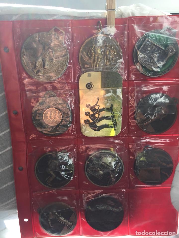 Coleccionismo deportivo: Gran lote 85 Medallas Deportivas ,con archivador - Foto 10 - 213682055