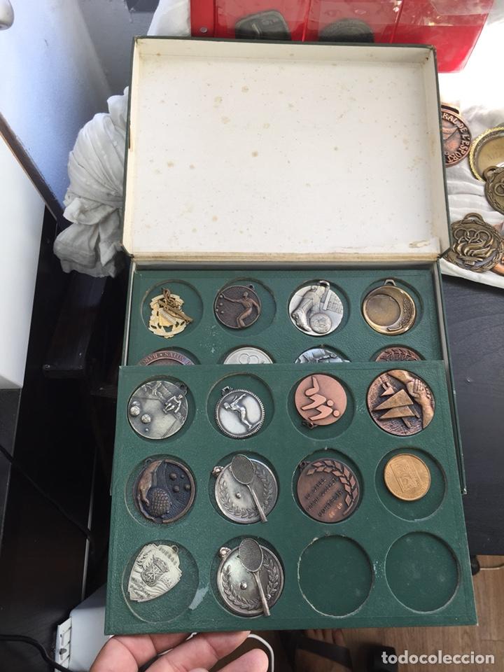 Coleccionismo deportivo: Gran lote 85 Medallas Deportivas ,con archivador - Foto 11 - 213682055
