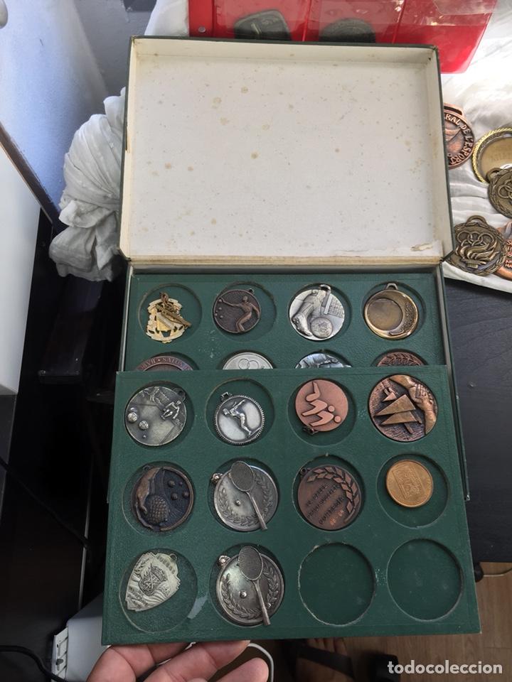 Coleccionismo deportivo: Gran lote 85 Medallas Deportivas ,con archivador - Foto 12 - 213682055
