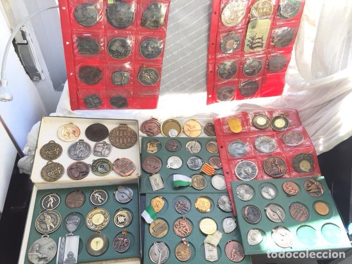 GRAN LOTE 85 MEDALLAS DEPORTIVAS ,CON ARCHIVADOR (Coleccionismo Deportivo - Medallas, Monedas y Trofeos - Otros deportes)