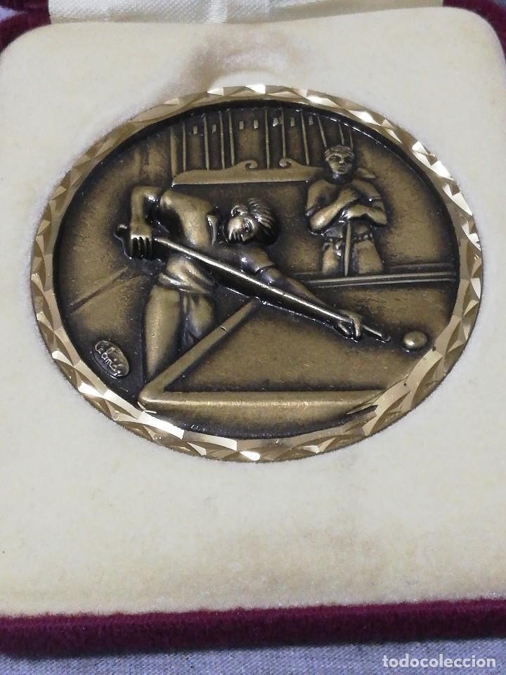 Coleccionismo deportivo: Bonito Estuche terciopelo con moneda premio campeón jugador de billar antiguo raro - Foto 2 - 215774697