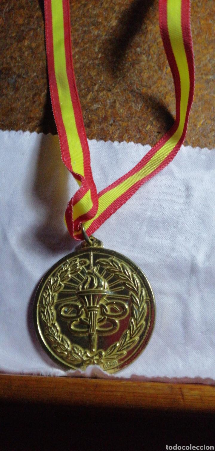 Coleccionismo deportivo: ANTIGUA MEDALLA DE COMPETICIÓN DORADA - Foto 3 - 216500311