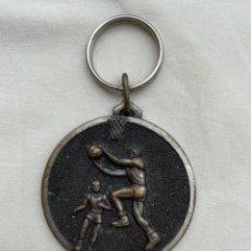 Coleccionismo deportivo: MEDALLA BALONCESTO 1983 VILLAREJO DE SALVANES 2 PREMIO TROFEO BASKET. Lote 217980318