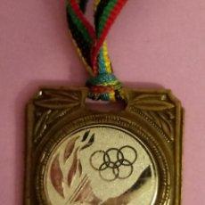 Coleccionismo deportivo: MEDALLA JUEGOS OLÍMPICOS - CEBRIÁN - 4 X 3.5 CMS. Lote 218464301