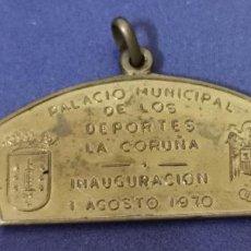 Coleccionismo deportivo: MEDALLA INAUGURACIÓN PALACIO DE LOS DEPORTES DE LA CORUÑA 1970. Lote 218506723