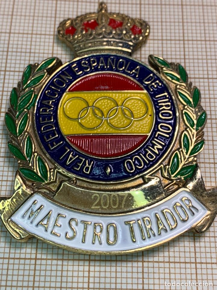 INSIGNIA PECHO GRAN FORMATO MAESTRO TIRADOR- R. FED. ESP. DE TIRO OLIMPICO (Coleccionismo Deportivo - Medallas, Monedas y Trofeos - Otros deportes)