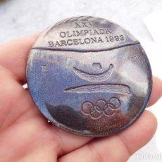Coleccionismo deportivo: MEDALLA VOLUNTARIOS DE LAS OLIMPIADAS DE BARCELONA 1992. Lote 219265366