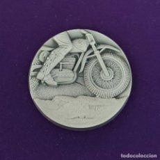 Collezionismo sportivo: MEDALLA METALICA DEPORTIVA DE MOTOCICLISMO. TROFEO. SIN USAR. MOTO. MOTOS. AÑOS 60.. Lote 220665162