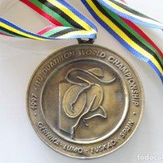 Coleccionismo deportivo: MEDALLA MEDALLÓN DE DEPORTES. MUNDIAL DE DUATLON DUATHLON GUERNIKA VIZCAYA PAIS VASCO 1997 190GR. Lote 220901025