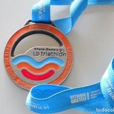Coleccionismo deportivo: MEDALLA MEDALLÓN DE DEPORTES. TRIATLON TRIATHLON 2012 LD 2012 VITORIA GASTEIZ 140GR. Lote 220901047