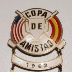 Coleccionismo deportivo: INSIGNIA COPA DE AMISTAD.. Lote 221511390