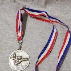 Coleccionismo deportivo: MEDALLA PREMIO MEDALLON KARATE. Lote 222105865