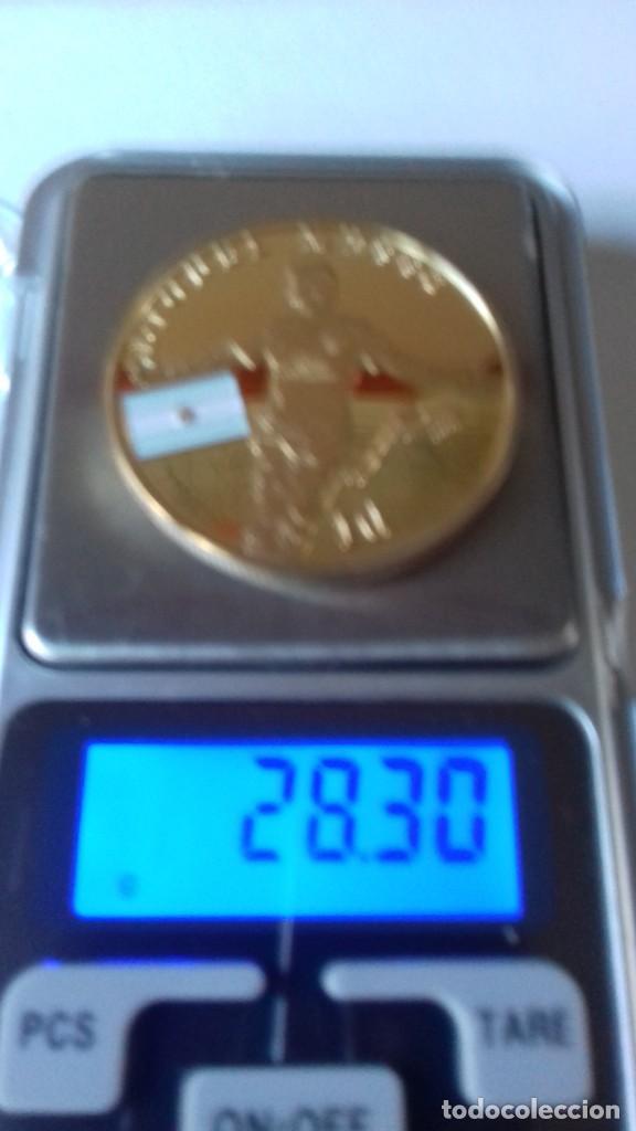 Coleccionismo deportivo: Gran medallon de Leo Messi - Foto 4 - 222536397