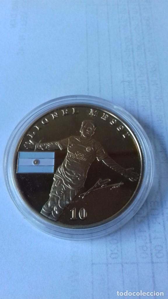 Coleccionismo deportivo: Gran medallon de Leo Messi - Foto 5 - 222536397
