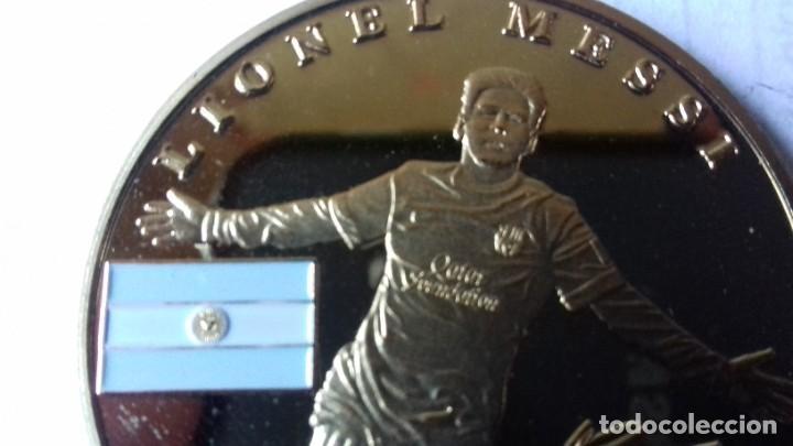 Coleccionismo deportivo: Gran medallon de Leo Messi - Foto 10 - 222536397