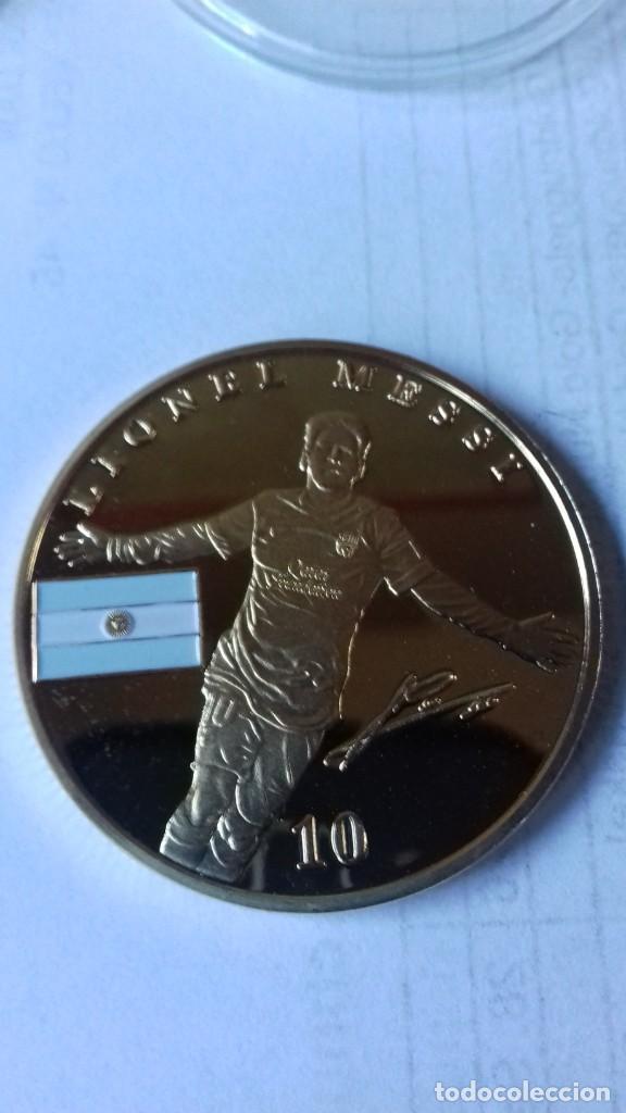 Coleccionismo deportivo: Gran medallon de Leo Messi - Foto 12 - 222536397