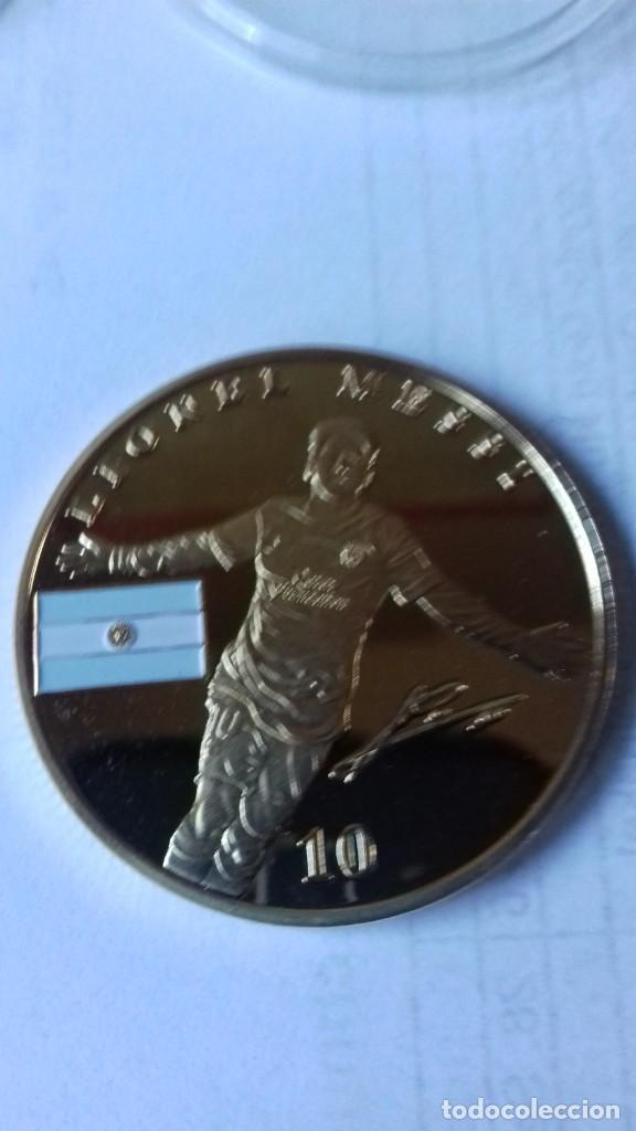 Coleccionismo deportivo: Gran medallon de Leo Messi - Foto 13 - 222536397