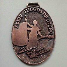 Coleccionismo deportivo: MEDALLA DE LOS XXXIV JUEGOS DE OTOÑO. SEVILLA CIUDAD DEL DEPORTE. Lote 224911410