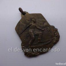 Coleccionismo deportivo: ANTIGUA MEDALLA ESQUI. DEBUTANTE. CAMPEONATO 1946. Lote 225723615