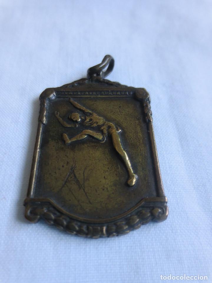 Coleccionismo deportivo: MEDALLA DEL TROFEO SANTA MARTA DE LONGITUD DICIEMBRE 1952 - Foto 3 - 228702230