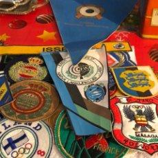 Collectionnisme sportif: LOTE DE PARCHES DE DISTINTAS FEDERACIONES DE TIRO DEPORTIVO. Lote 230264675