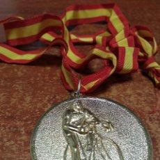 Coleccionismo deportivo: MEDALLA XXX CAMPEONATO DE ESPAÑA FONDO EN CARRETERA - AFICIONADOS - SAN VICENTE DEL RASPEIG - 1975. Lote 245453085