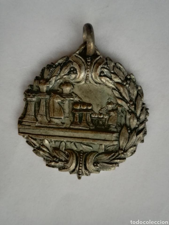 ANTIGU AMEDALLA CAMPEONATO DE AJEDREZ BARCELONA 4 JULIO 1943 - MEDIDA: 3,5 CM (Coleccionismo Deportivo - Medallas, Monedas y Trofeos - Otros deportes)